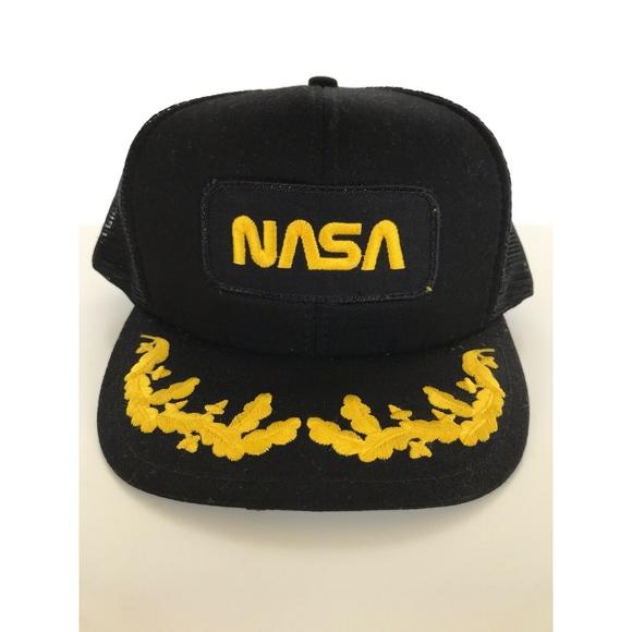 65b231141ecda Vintage NASA Trucker Snapback Mesh Hat Ball Cap. M 5ccb46cda20dfc36ead04dab